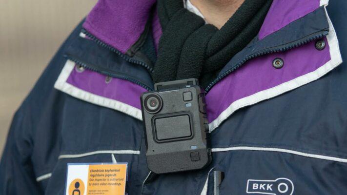 Testkamerákat kapnak a BKK ellenőrei és az utas koordinátorok